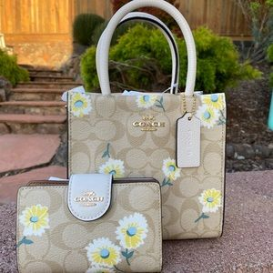 🎀Coach Mini Cally Crossbody & Meduim wallet set